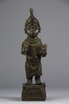 Large Figurine of a king in bronze - BINI EDO - Benin City - Nigeria