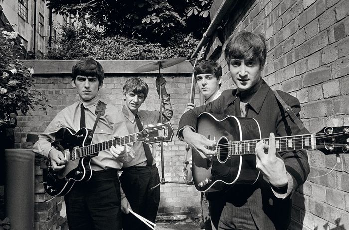 Terry O'Neill (1938) - The Beatles, Abbey Road Backyard, 1963