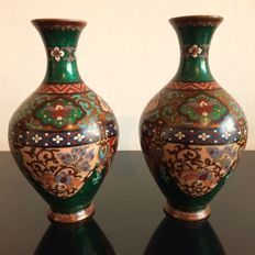 A pair of cloisonne vases - Japan - late 19th century (Meiji period)
