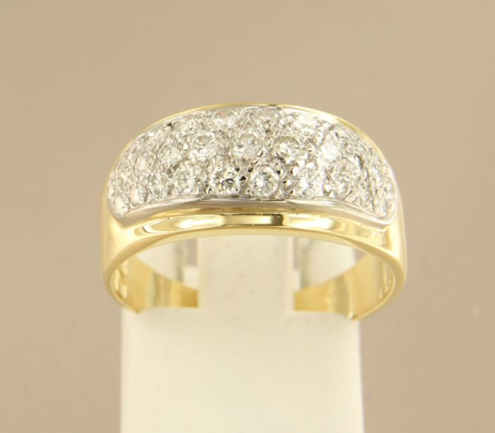 18k bicolour gold ring set with 31 brilliant cut diamonds, approx. 0.60 ct in total  ****NO RESERVE PRICE****