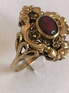 9 kt Gold ring - garnet - 3 g - 18 mm