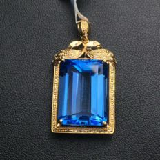 20 Carat Blue topaz Pendant In 18K Solid Rose Gold with Diamond; Topaz length: 18.51mm, width: 13.14mm