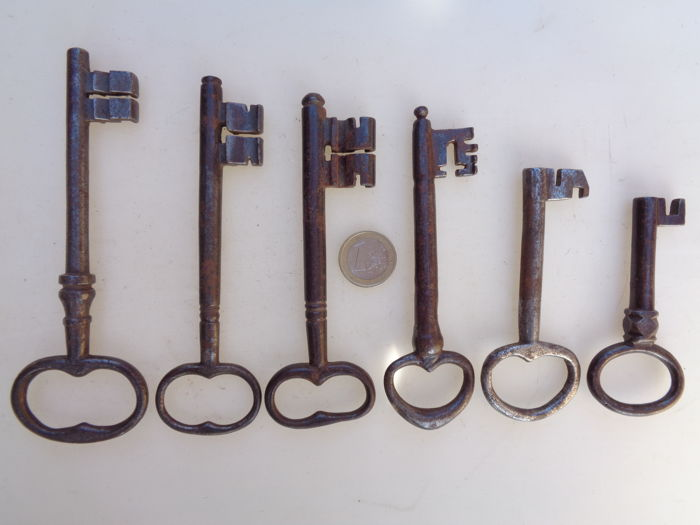 Lot of 6 beautiful iron keys - The Netherlands/Germany - 18th century