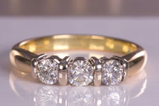 0.53 Ct Magnificent fine, trilogy diamond ring - Size: 52 - No Reserve price!