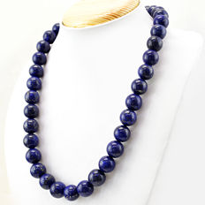 Lapis Lazuli necklace with 18 kt (750/1000) gold clasp, length 50cm