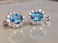 Quality 18 kt white gold ear studs with in total 2.72 ct topaz and diamonds