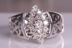 Diamond / brilliant flower ring - Size 53 - No Reserve price!
