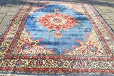 This is an oriental carpet, Tabriz - 20th century around 1950-1960. 350 x 250 cm. With certificate of authenticity.