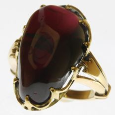 Late Victorian gold ring with a big carbuncle (garnet) - ca. 1900