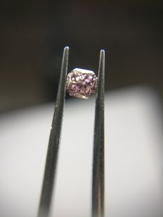0.15 ct Radiant cut diamond Fancy Deep Purplish Pink