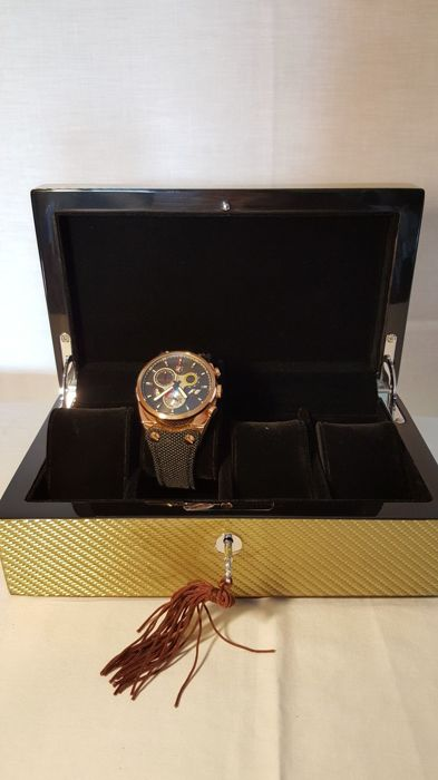 Box for 4 watches, brand Walwood - Men - 2011 - to the present