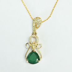 Pendant necklace with IGI-Certified, rich color Emerald ctone,and diamond cocktail 18 kt yellow gold/ 4,21 ct. Rich color, and 32 diamond: 0.66 ct Total Weight/ NOT REZERVE PRICE