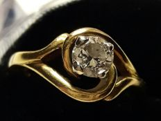 18 kt gold ring with 0.58 ct brilliant cut diamond - Size 16
