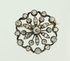 Gold with silver flower brooch with many old European cut diamonds of approx. 2.00 carat.