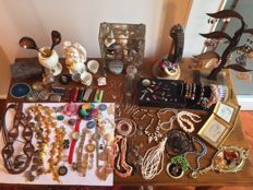 Selected lot of vintage decorative jewelry and other collection pieces