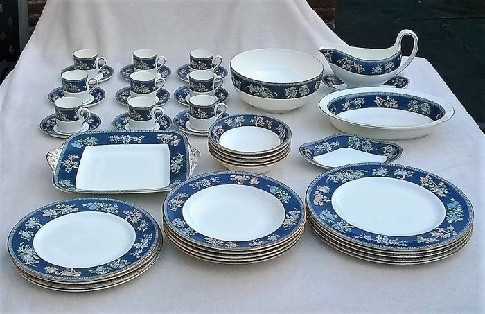 Wedgwood Fine Bone China dinnerware - u0027Blue Siamu0027 decoration ... & Wedgwood Fine Bone China dinnerware - u0027Blue Siamu0027 decoration - 42 ...