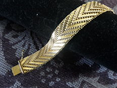 Wide 18k 750 Gold plated fishbone bracelet with safety lock