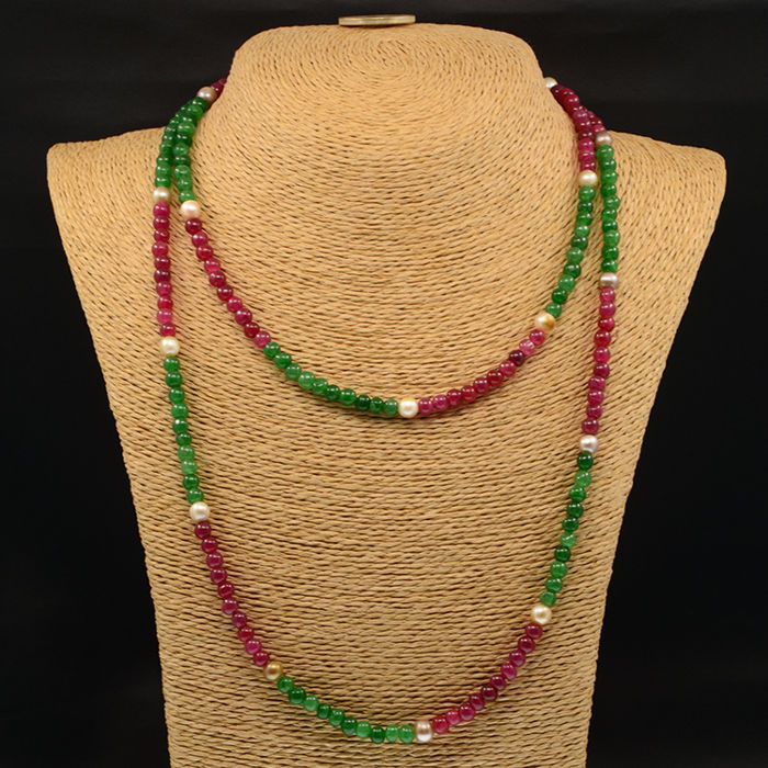 18k/750 yellow gold necklace with emeralds, rubies and cultured pearls - Length: 142 cm