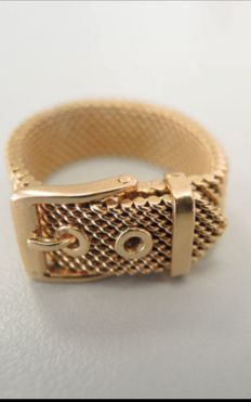 Very beautiful original 18 kt gold ring in the shape of a buckle, weight 7.1 g, adaptable size