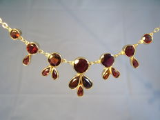 Antique gold necklace with 12 ct of garnets, Bohemia circa 1900