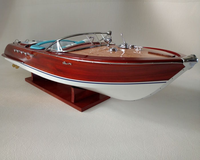 Riva Aquarama model, length 88 cm, white-turquoise interior