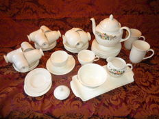 62-piece collection of Wedgewood EDME and CONWAY izgst