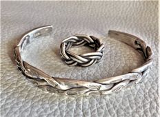 Handmade Silver 925 Bars Intertwined with Engraved Stylized Fish Bracelet and Braided Wire Ring - Weight gr 33,40