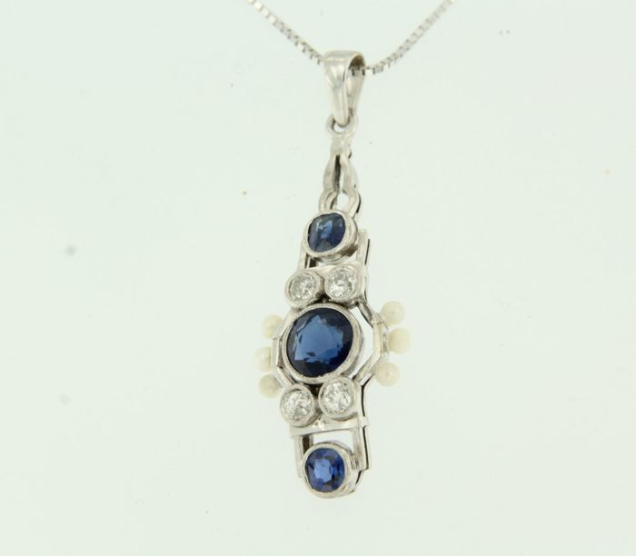 14 kt white gold necklace with a white gold pendant set with sapphire, pearl and 4 Bolshevik cut diamonds, approx. 0.60 carat in total