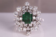 2.64 Ct emerald & diamond ring - great deep color - size 49 - No reserve!