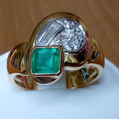 18K gold ring with 0,58ct square cut emerald and 0,26ct diamonds - size 56