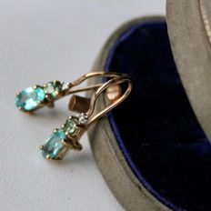 ca. 1900/1940 Antique gold Earrings with natural facetted Tourmalines, Peridots and old cut diamonds in wonderful state.