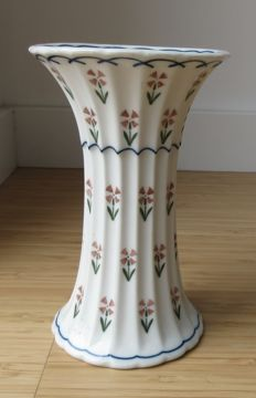 Trude Petri for KPM Berlin & Weimar porcelain - Porcelain 'Ali Baba' vase - Large model + Ribbed Art Deco vase