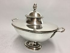 Beautiful silver plated soup tureen with cover, England, ca 1910