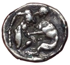 Greek Antiquity - Calabria, Tarentum c.380-325 BC - AR Diobol (Silver, 12mm, 1,16g.) - Head of Athena / Herakles - Rutter HN Italy 911; Vlasto 1335