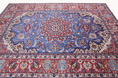 Beautiful, fine Persian carpet Isfahan 3.90 x 2.60 genuine hand-knotted oriental carpet very beautiful pattern / quality