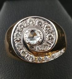 14 kt gold ring from the 1960s, with rose cut central diamond for approx. 0.10 ct, and brilliant cut accent diamonds for approx. 0.52 ct