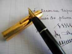 Superb Waterman taperite self filler vintage pen  with original flexible No. 3 18K gold nib.