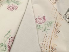 Italian manufacture. Gorgeous linen tablecloth with embroidery and lace