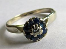 14 kt White gold ring (2.83 g) with natural sapphire (approx. 0.15 ct) and diamond (approx. 0.025 ct) Size 17.75