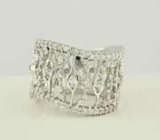 18 kt white gold ring set with 69 brilliant cut diamonds, in total approx. 0.92 carat, ring size: 17.5 (55)