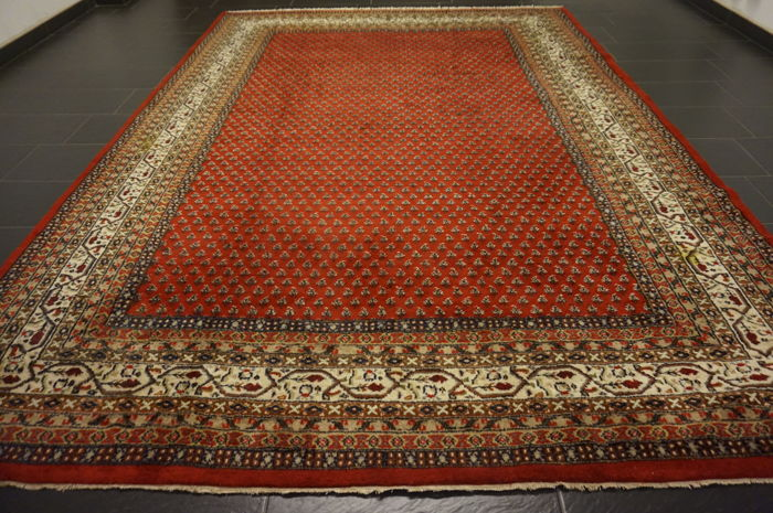 Magnificent hand-knotted oriental palace carpet, Sarouk Mir, 250 x 350 cm, made in India. Great highland wool