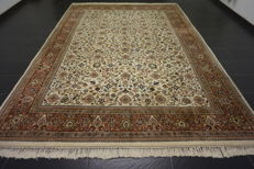 Fine hand-knotted oriental carpet, Indo Qom, Bijar, Herati flower pattern, 250 x 350 cm, made in India