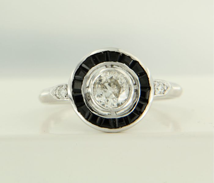 14 kt white gold ring with onyx and diamonds, ring size 17.25 (54) **** LOW RESERVE PRICE*****