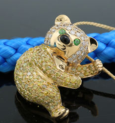"Exclusive brilliant emerald pendant / brooch totalling 3.99ct 750 yellow gold ""bear"""