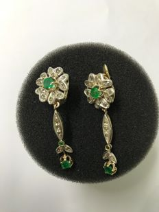 Earrings in 9 kt gold and silver with antique cut diamonds for a total of 1.5 ct and emeralds for 2 ct