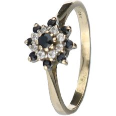 14K Yellow Gold entourage ring set with Zirconia and synthetic Sapphire, Ring size: 18