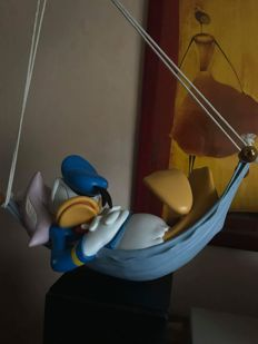 Disney, Walt - Heissner Statuette - Donald Duck in his hammock