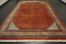 Magnificent hand-knotted oriental palace carpet, Sarouk Mir, 250 × 350 cm, made in India, finest highland wool