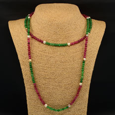 18k/750 yellow gold necklace with emeralds, rubies and cultured pearls - Length: 130 cm