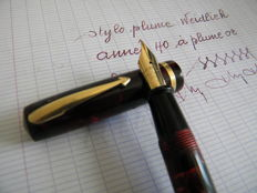 Superb Wiedlich Red and Black Marbled Pen. Large 14K Gold Nib